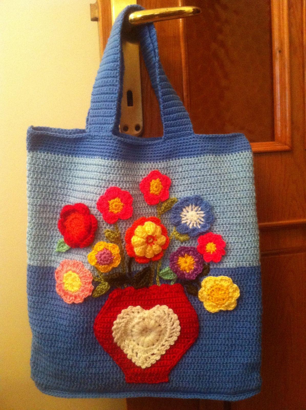 Bolso con flores de colores  alegres