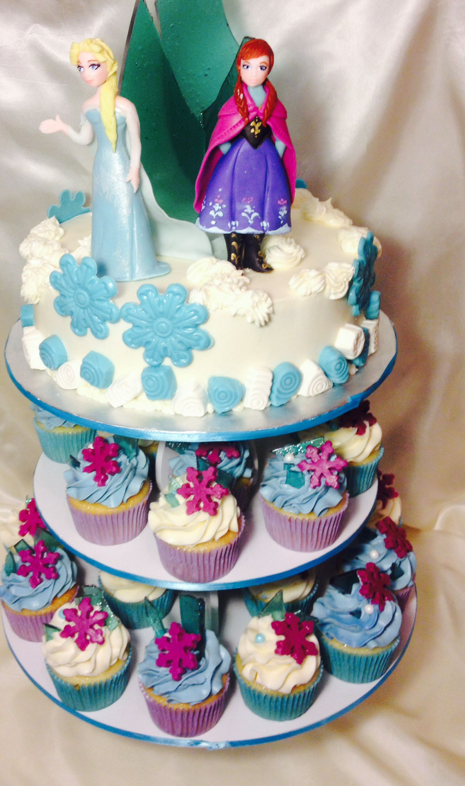 Frozen Cake And Cupcakes Disney Frozen Birthday Party Frozen