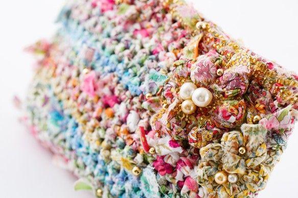ポーチそのものがアクセサリー。そんなすてきな咲き編みポーチです。裏も表もマチまでも、すべてリバティプリントの咲き編み。さまざまなリバティプリントのグラデーショ...|ハンドメイド、手作り、手仕事品の通販・販売・購入ならCreema。