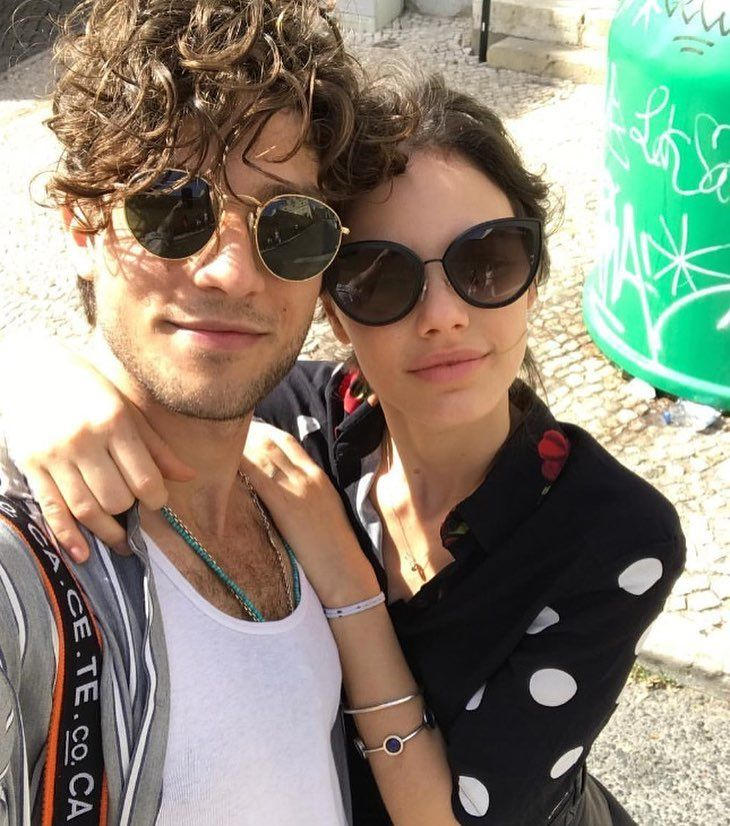 dc231d7f48558 Quando um casal esbanja estilo 💞  neivalaura de Chanel 4222 e  chay de Ray