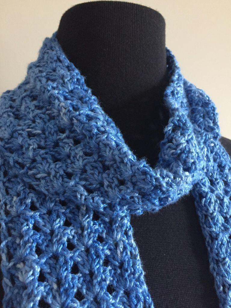 Blue Iris Scarf - A Free Crochet Pattern #crochetscarves