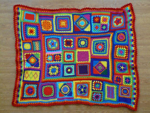 crochetbug13\'s Granny Square Sampler Afghan | Tejido