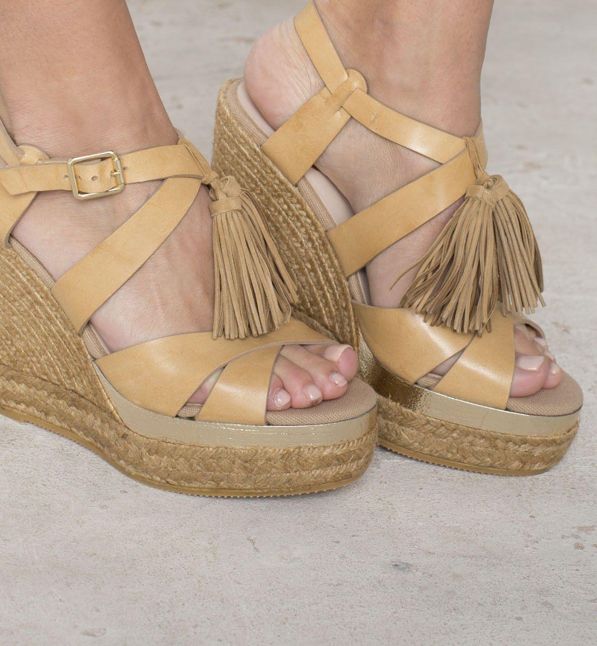 4cc076d2c64 Alpargata cuña borlas camel de Polín et moi - TrendyAdvisor   shoes ...