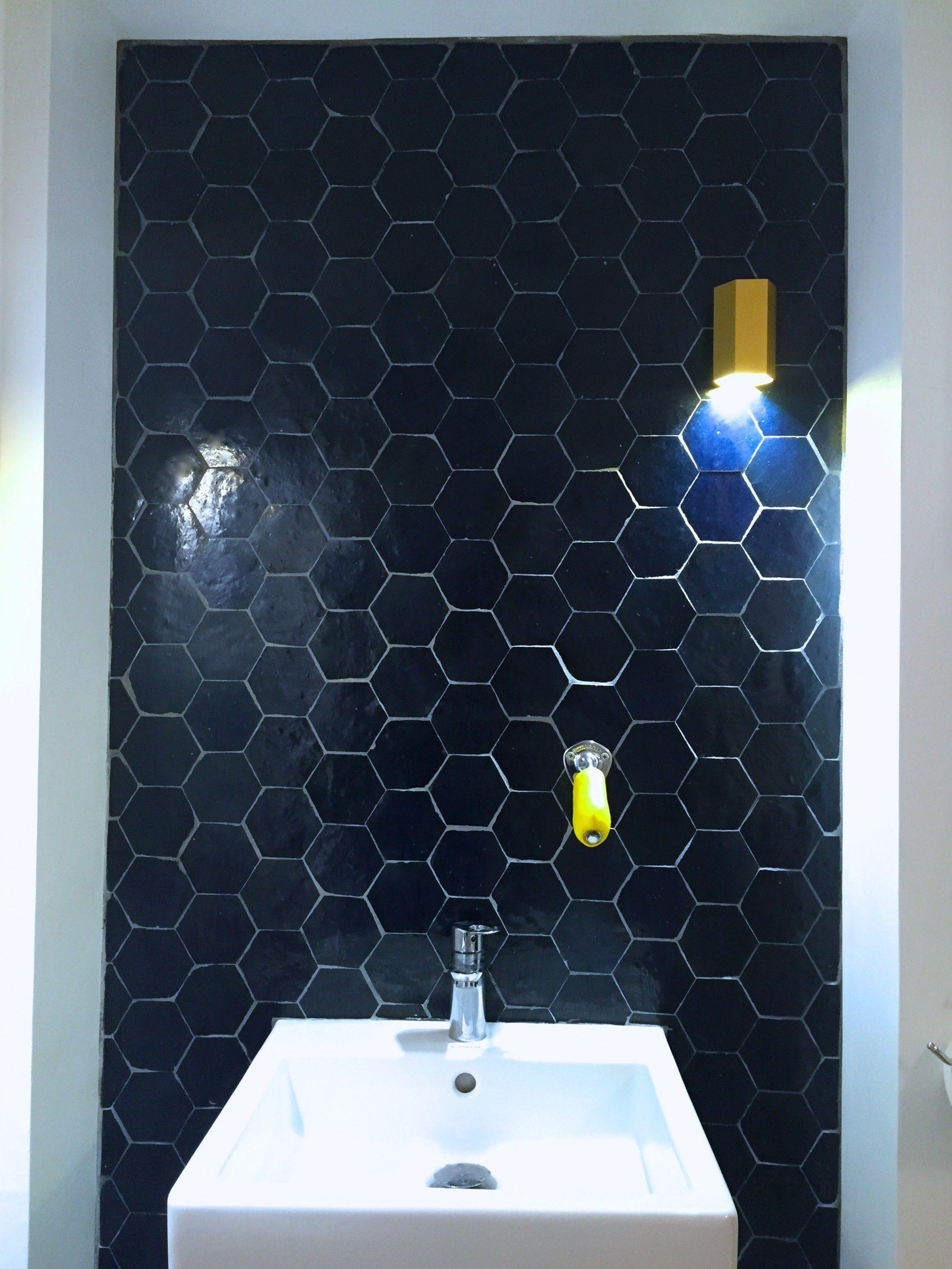 Mur Zelliges Motif Tomette Bleu Nuit B2 Art Et Sud Deco Zellige Salle De Bain Deco Toilettes Amenager Petite Salle De Bain