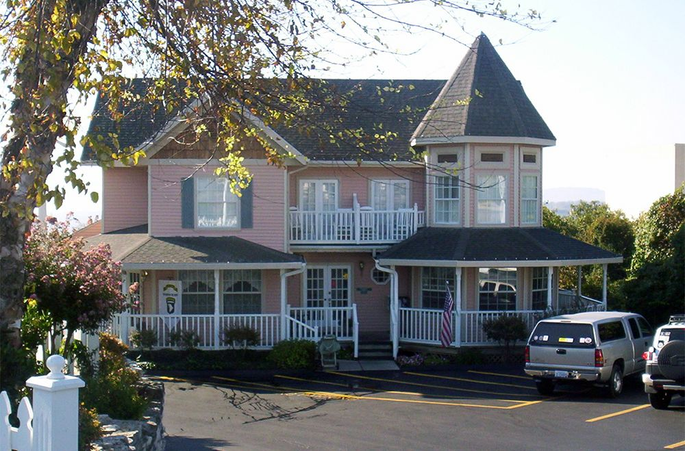 At The Gazebo Inn You Ll Find The Comfort And Hospitality You Want In The Perfect Central Location On Branson S Famous 76 Strip Stand Branson Missouri Gazebo