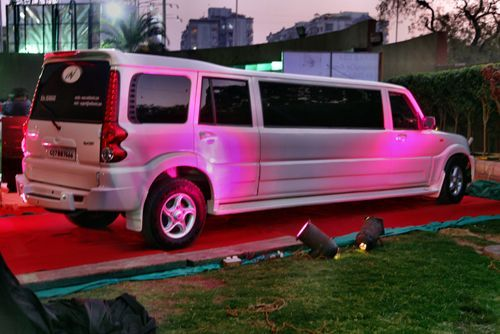 2012 10 01 archive further Delorean Afficionado Makes Monster Truck Limo And Hovercraft Photo Gallery 63992 furthermore Delorean Pictures together with See What Happens When People Turned Their Rides Into Limousines together with Monster Truck Limousine One Delorean Collector 160908798. on delorean car turned limousine