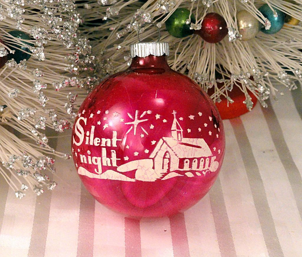 Vintage christmas decorations 1950s - Silent Night Hot Pink Shiny Brite Vintage 1950 S Glass Stenciled Scene Christmas Tree Ornament