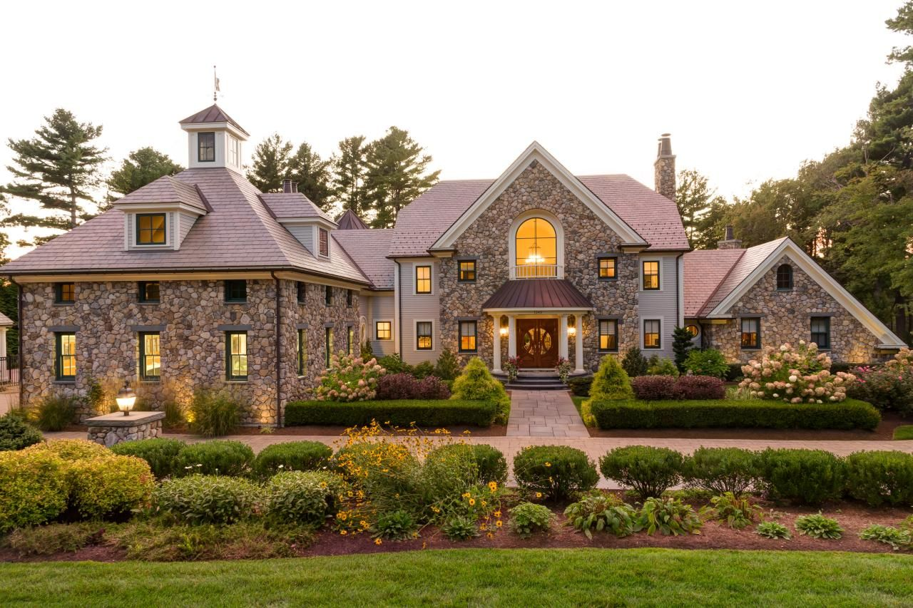 Beautiful Front Yards That Have Us Falling In Love At First Sight From Homes With Stunning Architecture To Curb Appeal House Designs Exterior Exterior Design