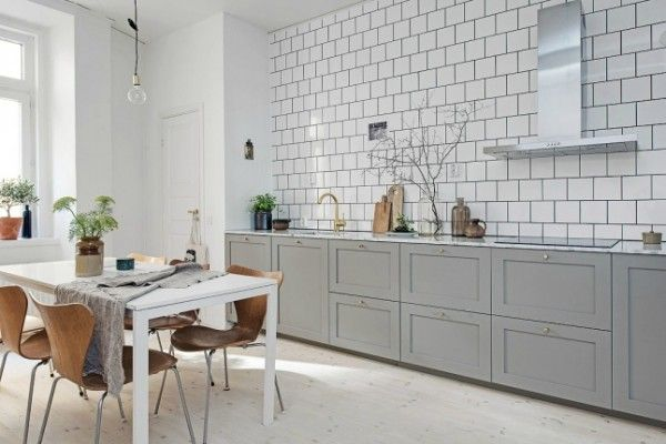 Keuken Interieur Scandinavisch : Lichtgrijze keuken met marmeren keukenblad