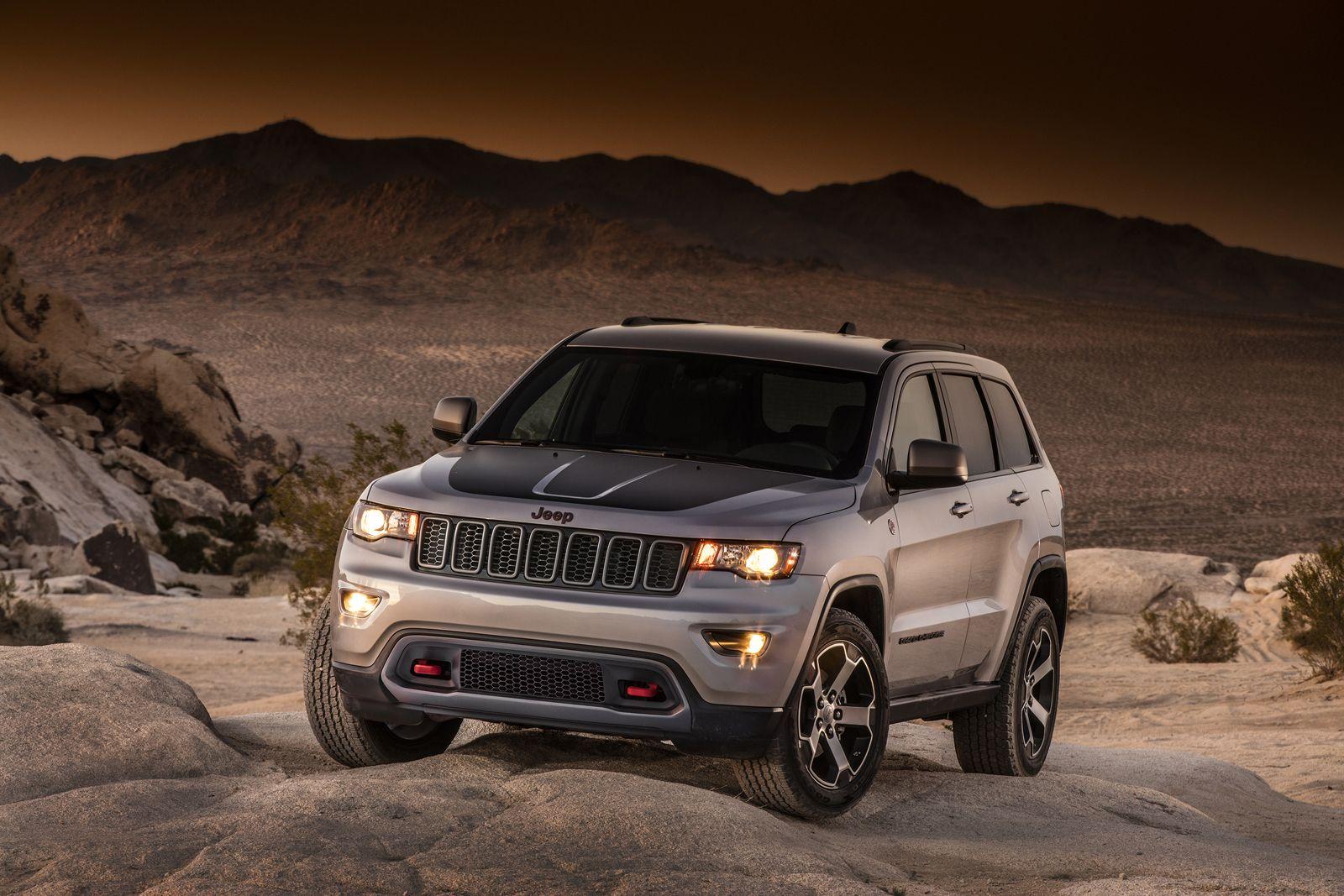 2017 jeep grand cherokee 4x4 earns 5 star nhtsa safety rating rwd model gets
