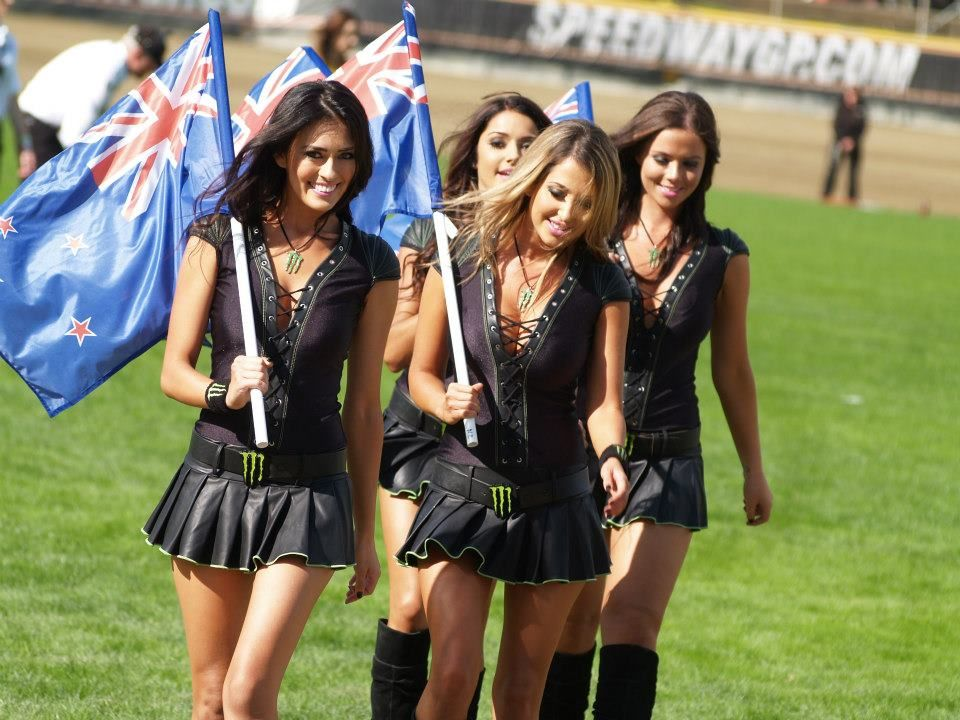 New Zealand Girls Are On The March  New Zealand My 1 True Love - Kiwi -1626