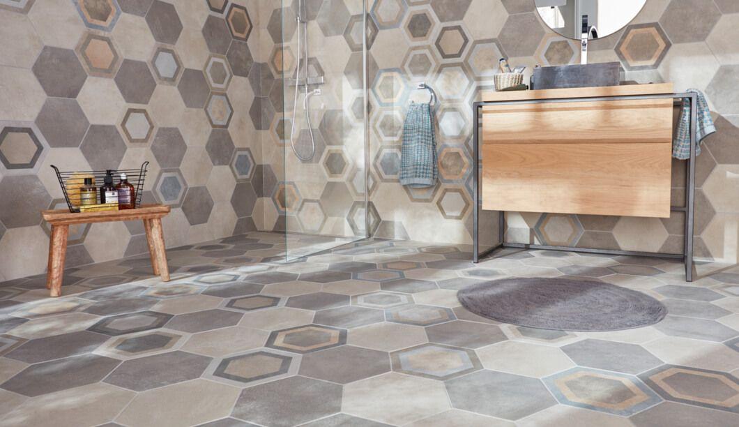 Une salle de bain en total look carrelage Pinterest