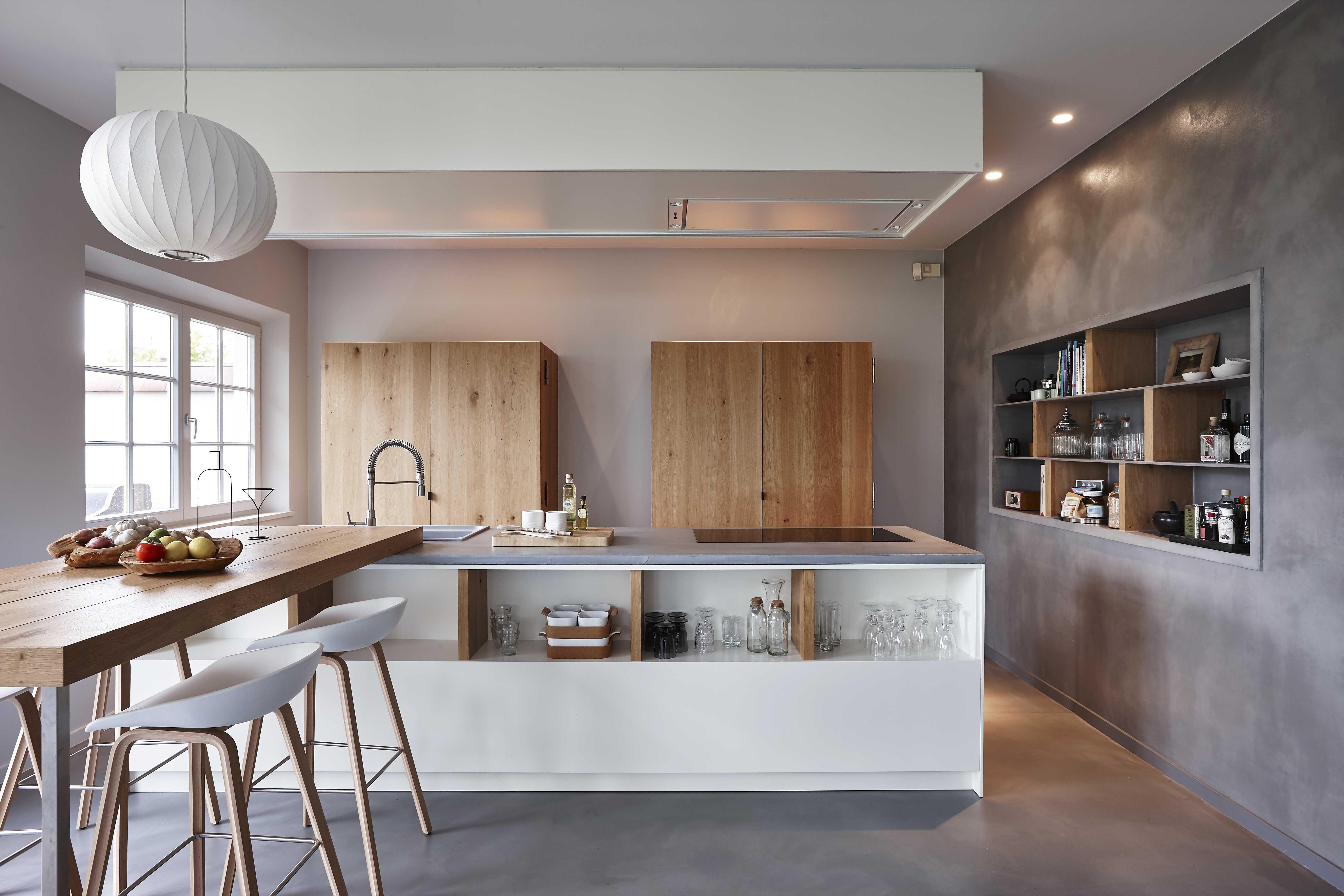 Cuisine design bois et béton dans une maison en Belgique ...