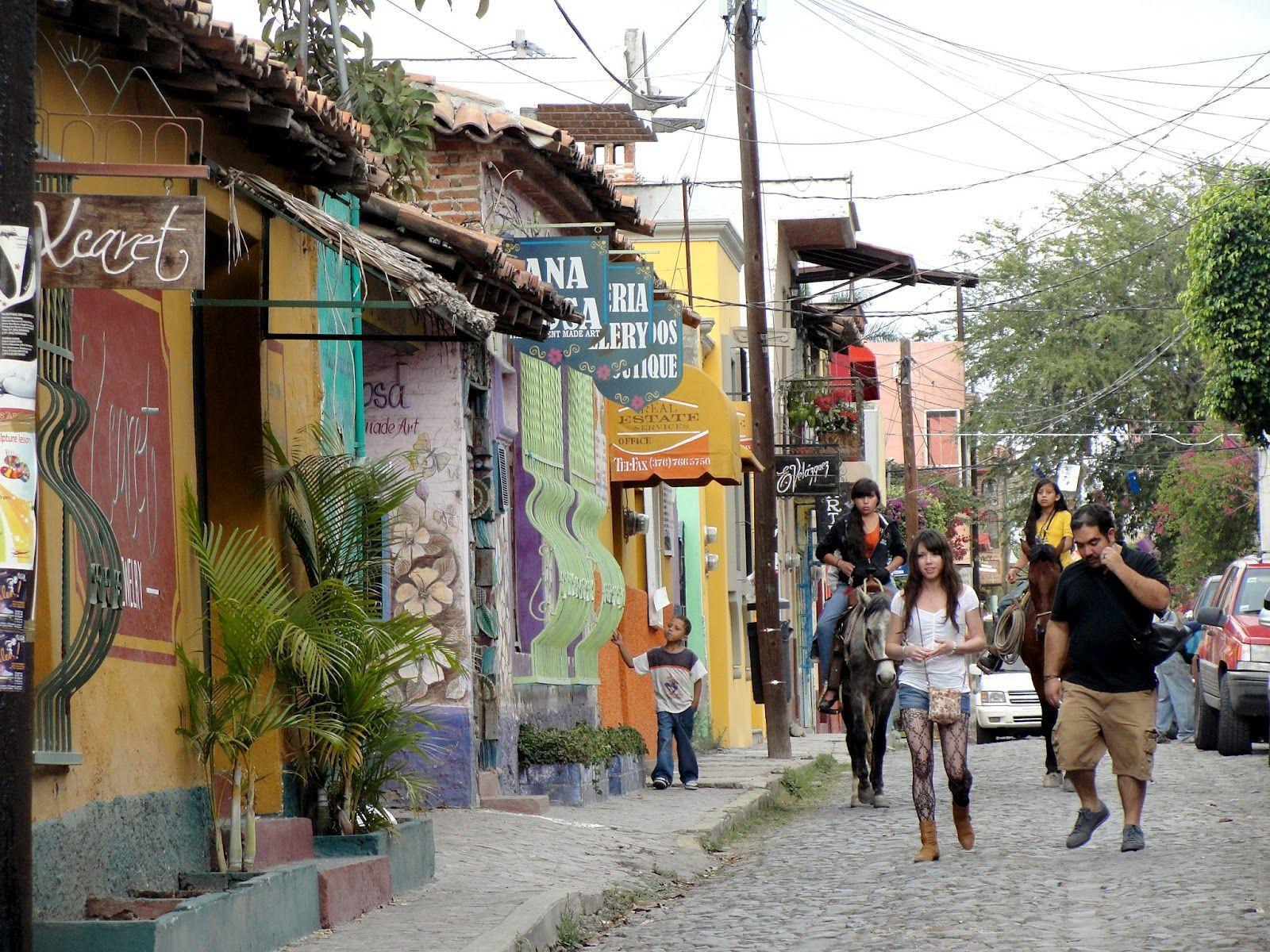 El Pueblo Mágico de Ajijic, es un lugar ideal para descansar, pasar un fin de semana o escapar de las ciudades. Se encuentra cerca de Guadalajara, Jalisco
