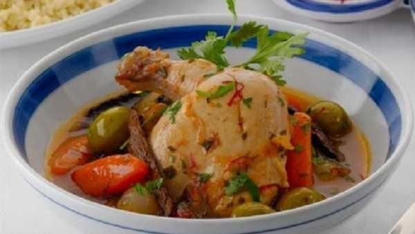 Tajine de poulet aux oignons et aux épices