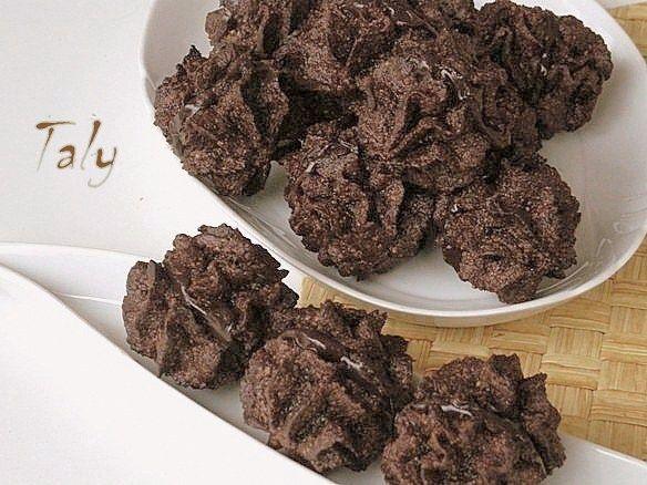 BACI DI ALASSIO- #Pasticcini tipici a base di #nocciole e #cioccolato
