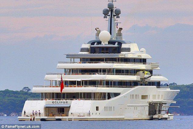 The Latest Celebs To Stay On Abramovich S 175 000 A Night Megayacht