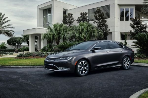 2015 Chrysler 200 Production Revs Up Chrysler Cars Chrysler 200