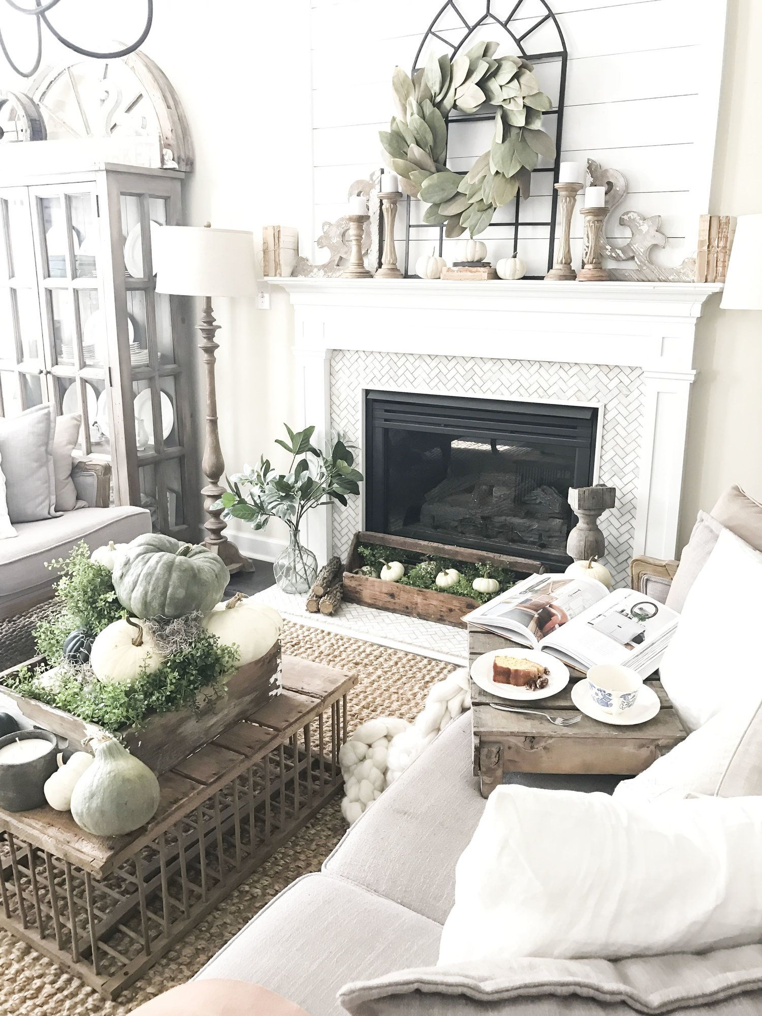 Interior design-ideen wohnzimmer mit tv fall into our homes my  fall home tour in   for my home