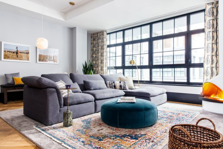 kleines wohnzimmer großes sofa grau modern kilim #interiors ...