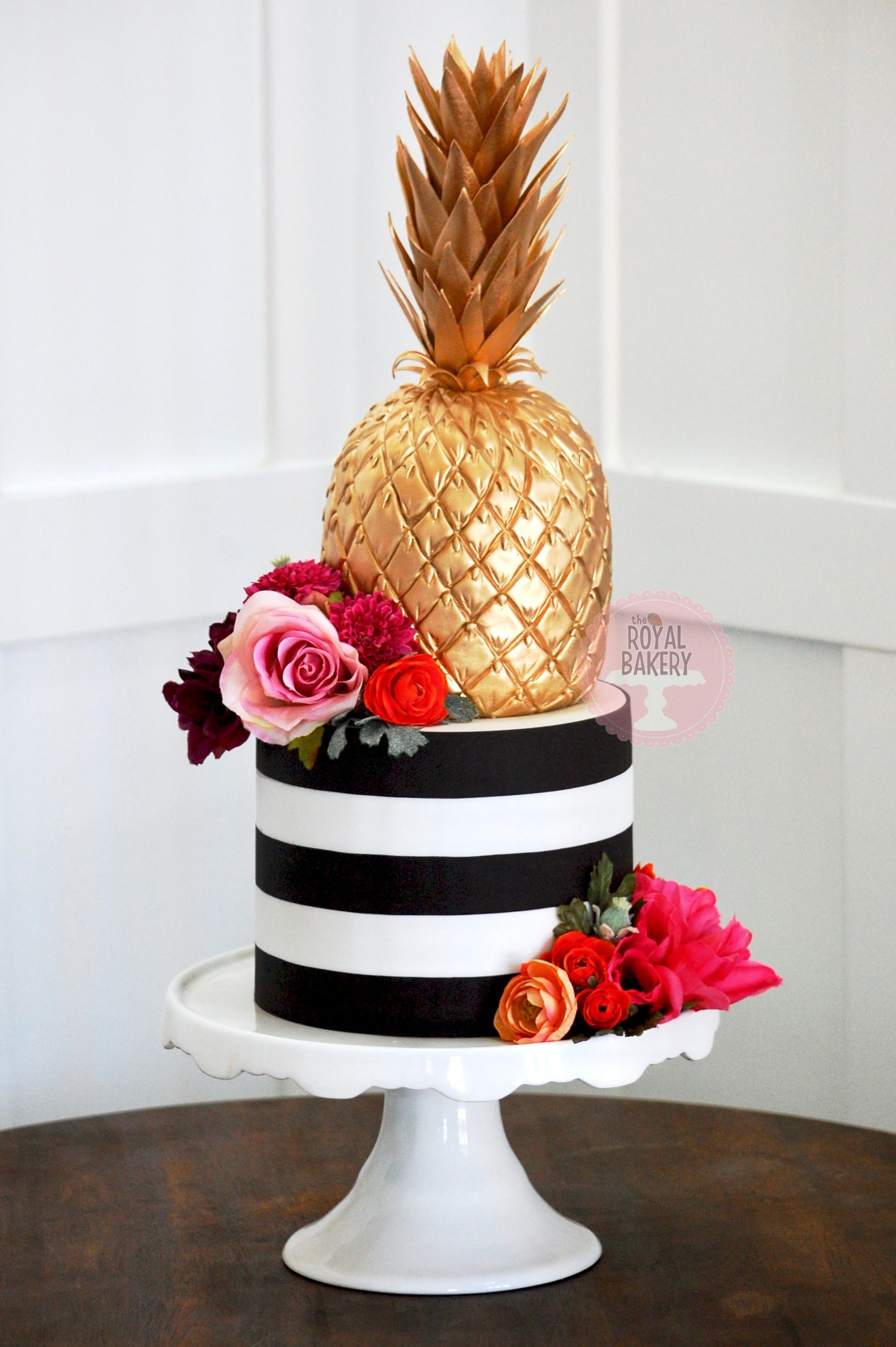 A Copy Of A Design By Adorn Cakes The Royal Bakery Pineapple