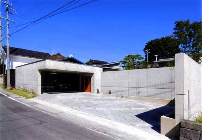 ガレージとrc塀の前面道路ファサード ハウスデザイン 建築デザイン ファサード