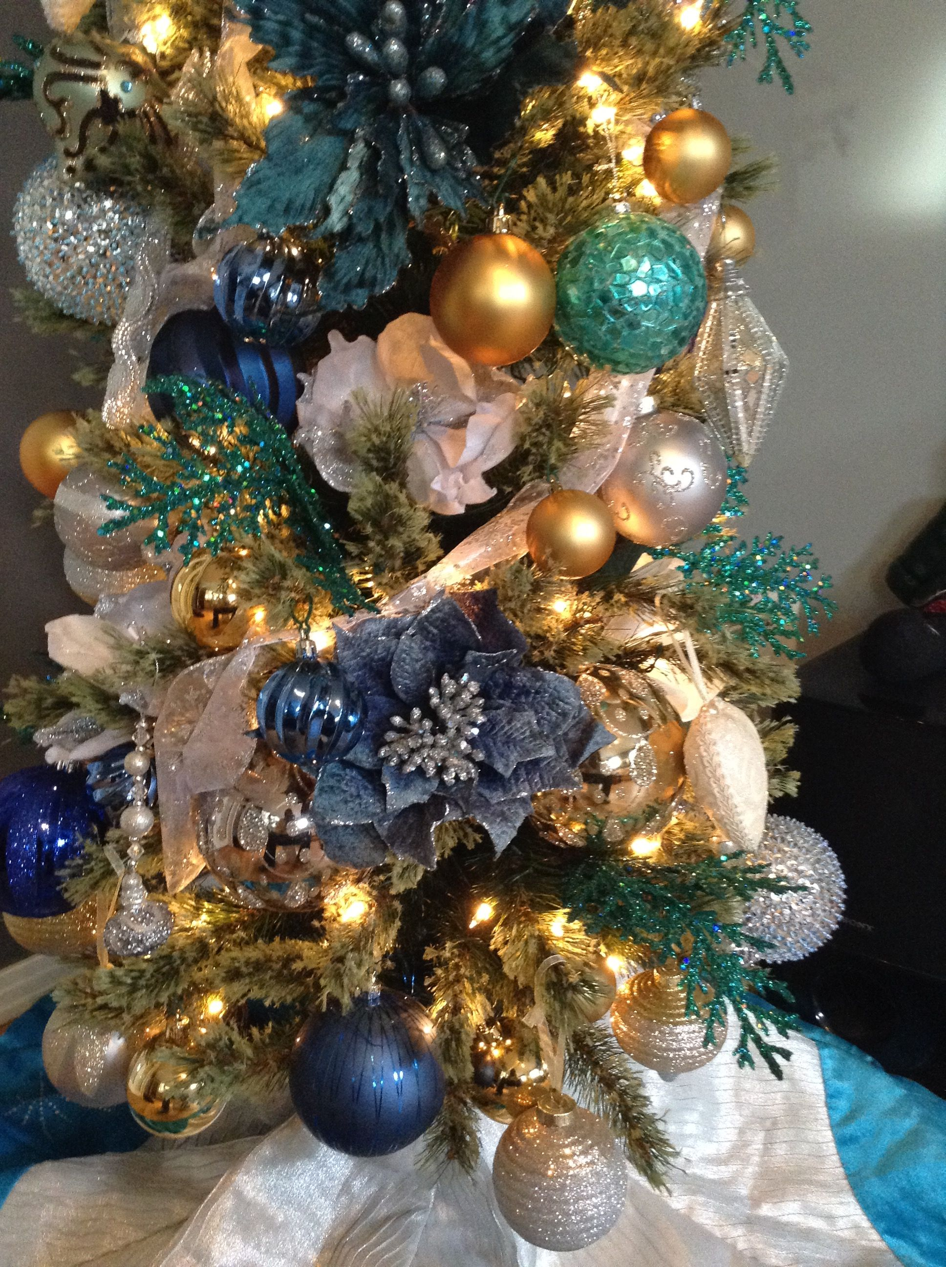 Blue Turquoise Gold Silver White Christmas Tree Ideas Christmas Decorations Centerpiece Christmas Tree Inspiration Christmas Tree Design