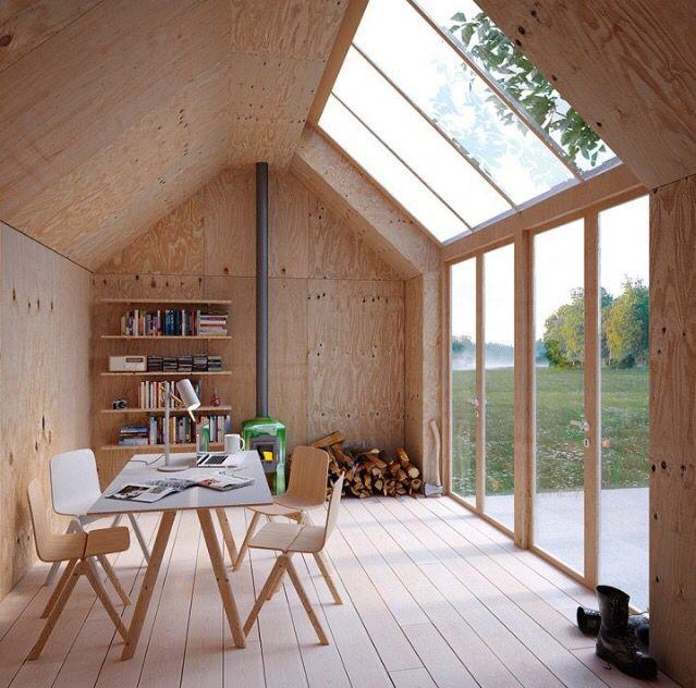 salle à manger en panneaux de bois et ouvertures vitrées