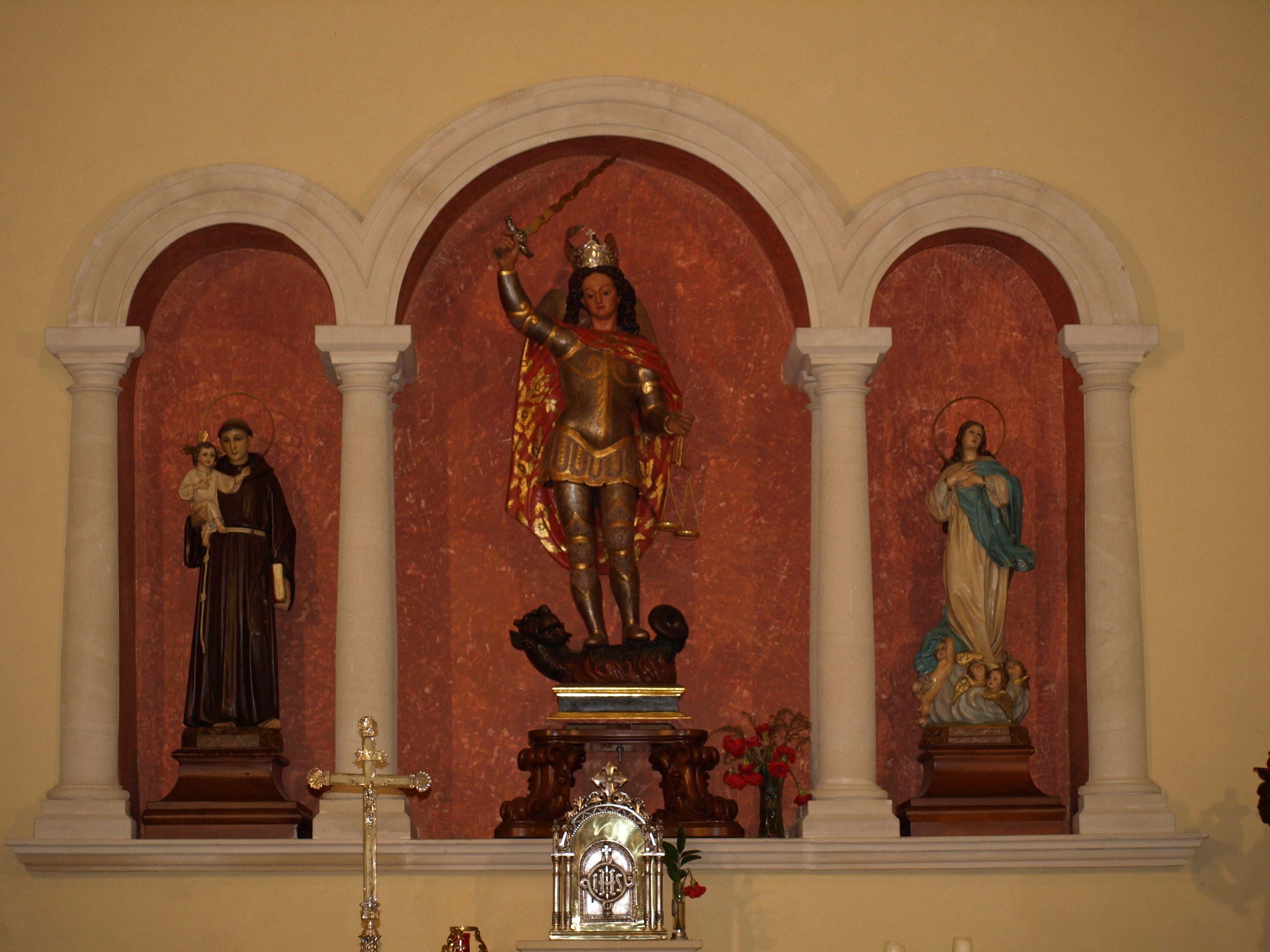 altar mayor de la ermita de San Miguel