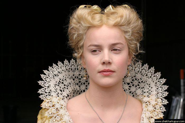 Queen Hairstyles: Elizabethan Betsy Trockmorton