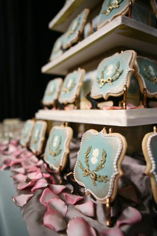 Spiegels Sweet Ambs Cookies At The An Earthly Paradise Fashion Show I Think It Would Be So Cool If Someone Had Wedding Instead Of Cake