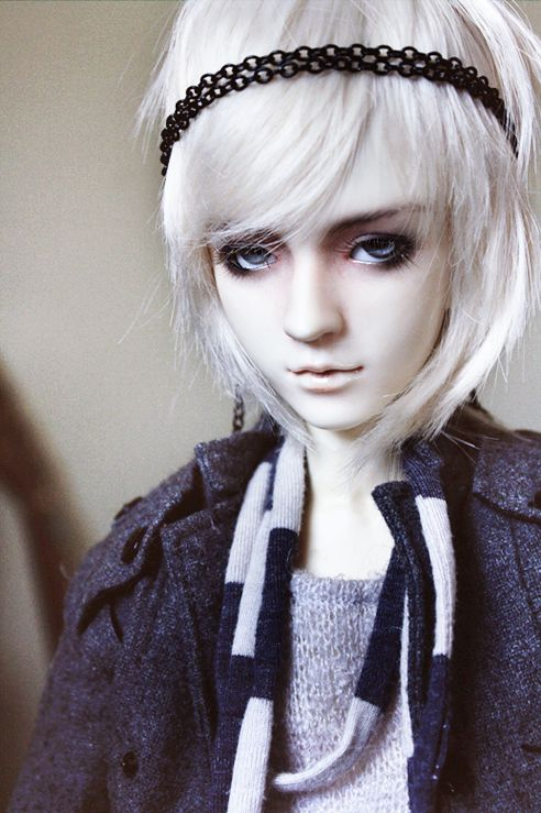Farren With Blond Wig Mostly He Looks Like A Girl It Doesn T