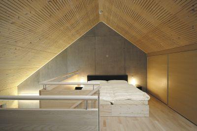 luxus schlafzimmer mit dachschr ge und akustikpaneelen aus. Black Bedroom Furniture Sets. Home Design Ideas