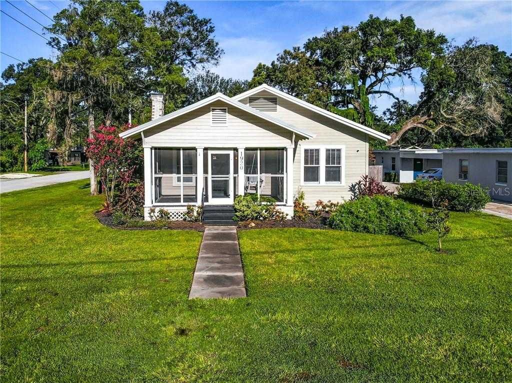 Just Listed Come See This 3 Bed 2 Bath 1920s Bungalow For Rent Near The Hourglass District Wood Burning Fireplace Renting A House High Ceiling