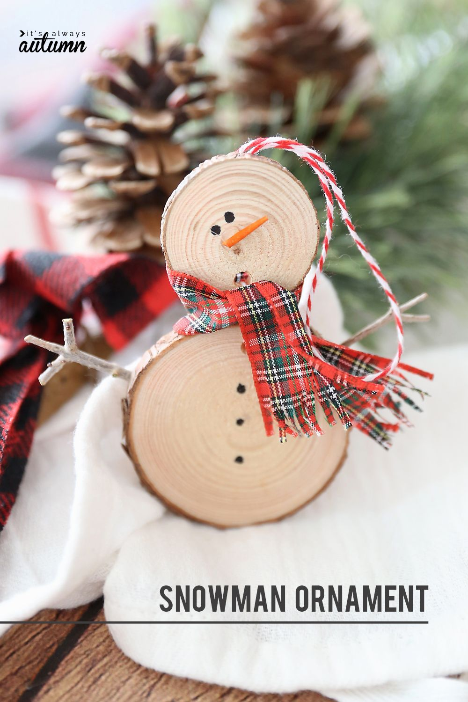 Make an easy wood slice snowman Christmas ornament #diyornaments