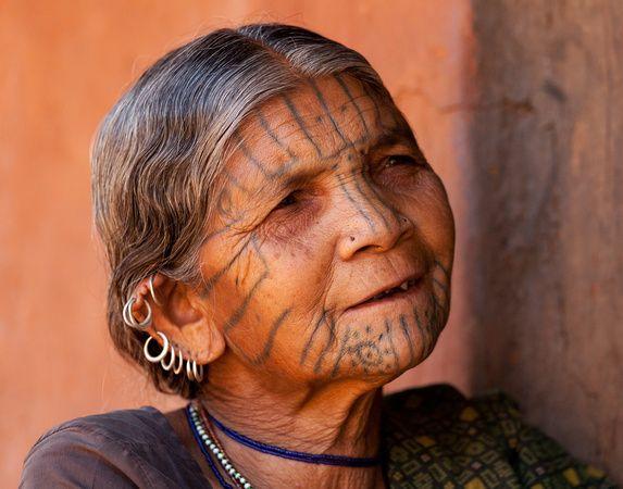 Kutia Kondh woman, by Dennis Walton