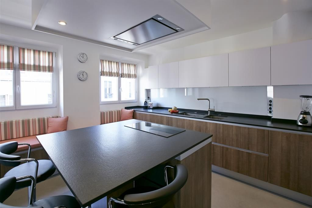 Custom made kitchen with a centra island on domozoom Cuisine