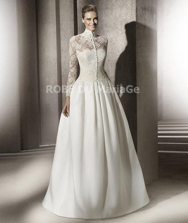 61b04ce4448 Robe de mariée princesse col montant avec manches longues en dentelle et  satin   ROBE203239  - robedumariage.com