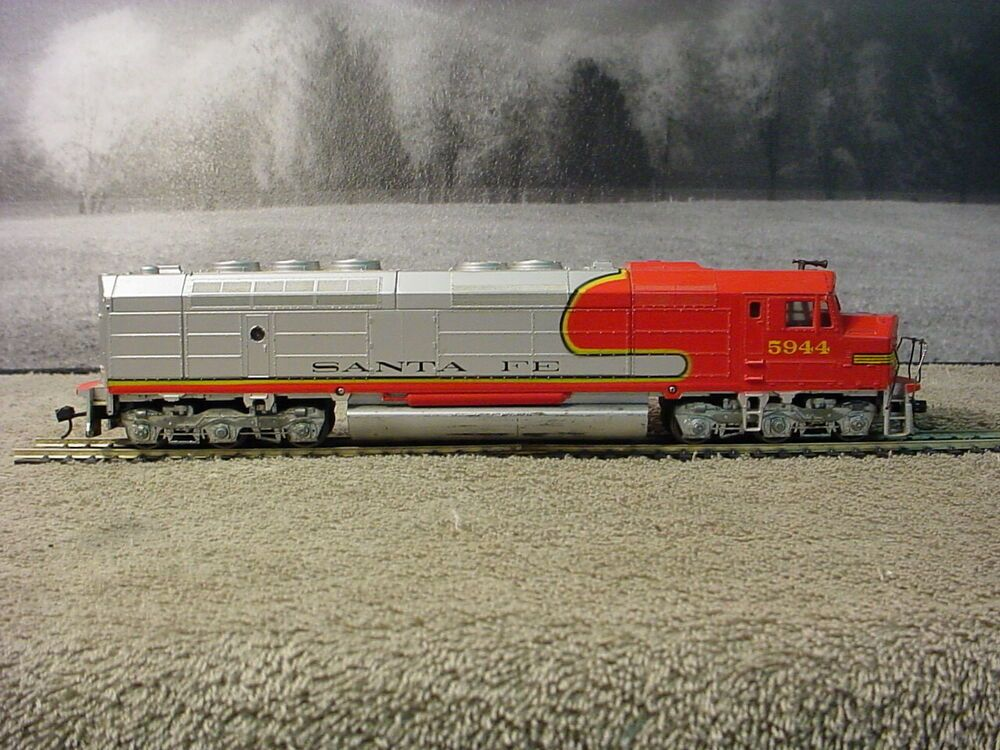 Athearn 3621 Ho Scale Santa Fe Fp45 Powered Diesel Locomotive 5944 Tested Athearn In 2020 Model Trains Ho Trains Model Train Layouts