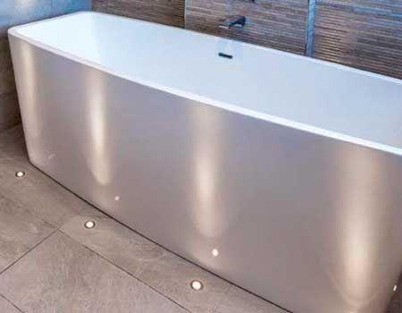 Showroom - Badezimmer ausgestattet mit LED-Beleuchtung von - badezimmer indirekte beleuchtung