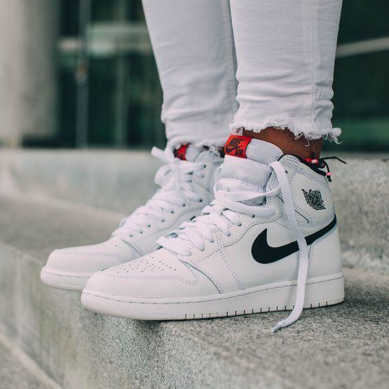 ongeslagen x op voet schoten van beschikbaar Nike air jordan 1 retro high og in 2019   Sneakers fashion ...