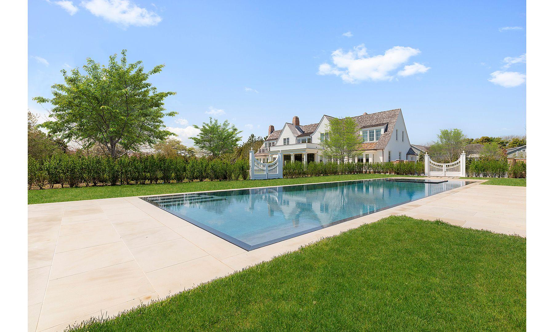 490 Hedges Lane Sagaponack Dujour Hamptons Beach House Hamptons House Luxury Real Estate