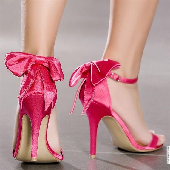 586b68c80b6e5e Chaussures de mariée fushia - Le Mariage de A à Z | Fashionista ...