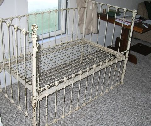 Vintage Daybed From A Unique Collection Of Antique And Modern Beds At Https Www 1stdibs Com Furniture More Furniture Collecti Daybed Furniture Vintage Iron