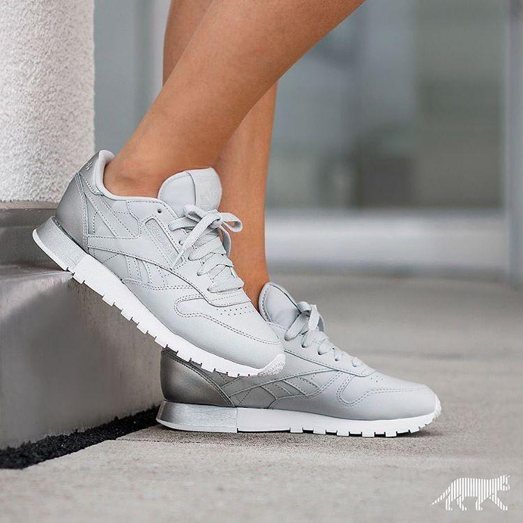 7f95a289940 Sneakers femme - Reebok Classic Matte Shine (©asphaltgold sneakerstore)