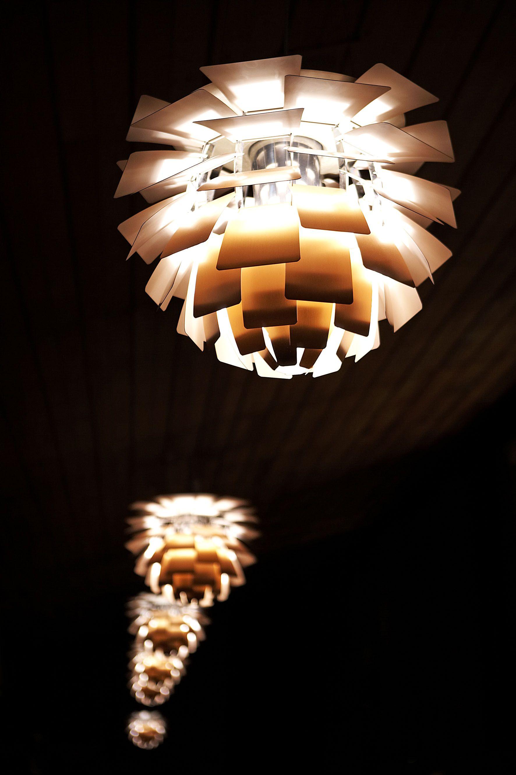 Hotel Indretning Arne Jacobsen Designer Lamper Koglen Pendel Med Lameller Af Borstet Kobber Pendel Lamper Designer