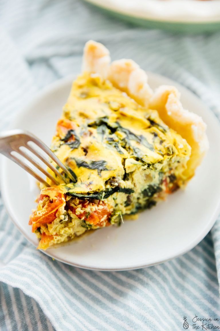 This Easy Vegan Quiche Is Perfect For Your Breakfast Or Brunch The Filling Made With Tofu Is Loaded With Burst Vegan Quiche Vegan Brunch Vegan Recipes Easy
