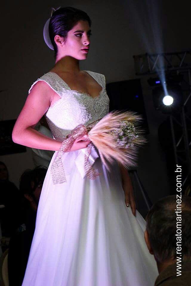 Vestido de noiva.Luxo.