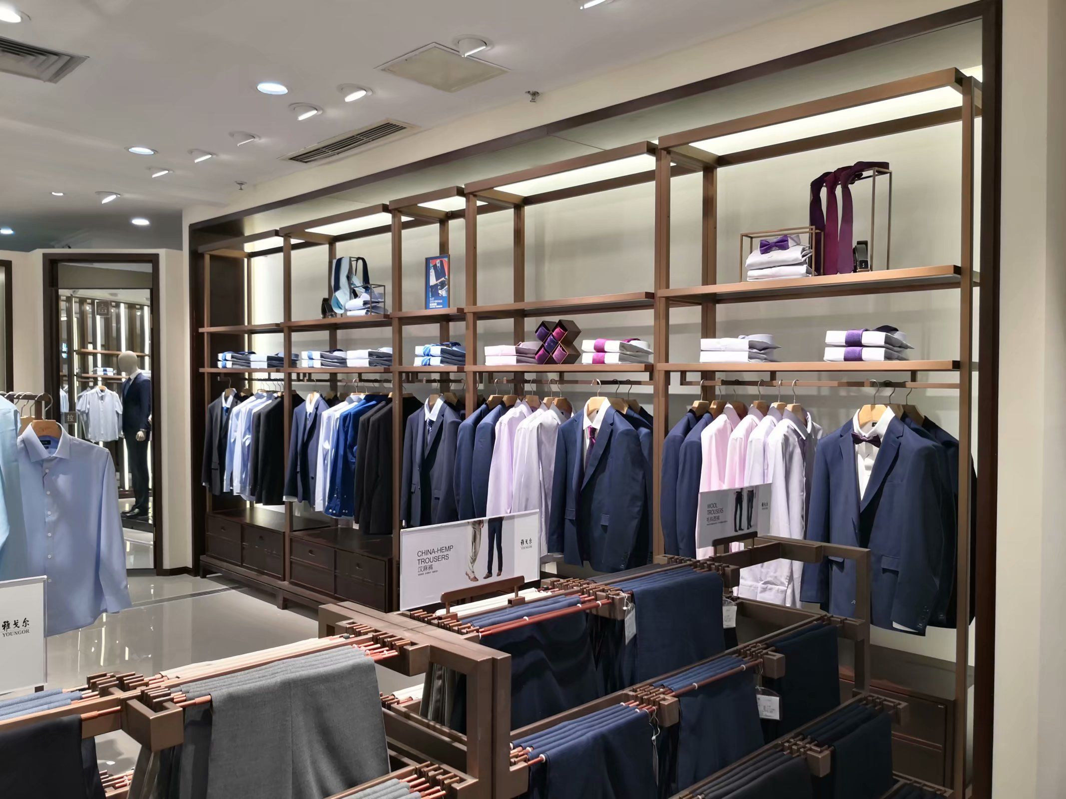 The Combination Of Multi Functional Men S Clothing Display Racks Clothing Rack Display Clothing Displays Famous Clothing Brands