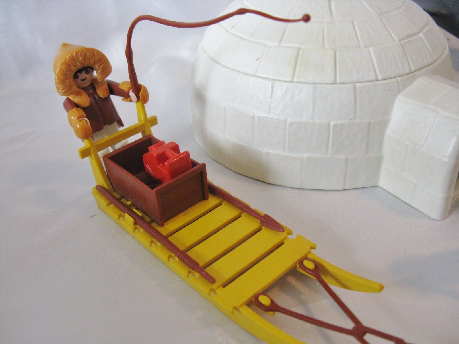 Details about PLAYMOBIL RARE ARCTIC ESKIMO VILLAGE, IGLOO